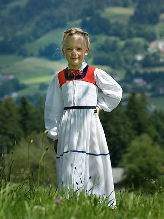 """Vorarlberg - Bregenzerwälder Tracht: girl in a white """"Juppe"""""""