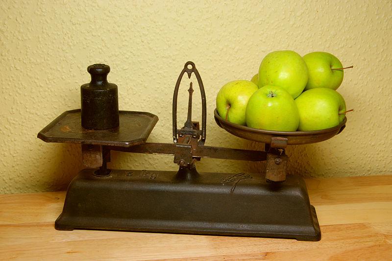 File:Weighing scale BW 2012-01-14 16-27-08 12 18.jpg