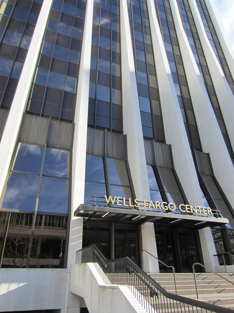 File:Wells Fargo Center, Portland, OR 2012.JPG - Wikimedia