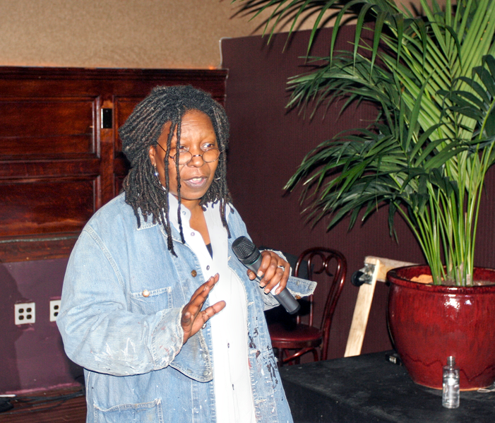 Fil:Whoopi Goldberg stand up for Rainforest Action Network.png