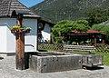 Wiki takes Nordtiroler Oberland 20150607 Kapelle und Brunnen Löckpuit 7497 (cropped).jpg