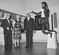 Willem van Capellen (rechts) en mejuffrouw Zeelenberg (midden) bij de opening va, Bestanddeelnr 917-8624.jpg