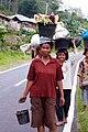 Women headcarrying, Indonesia (8184721164).jpg
