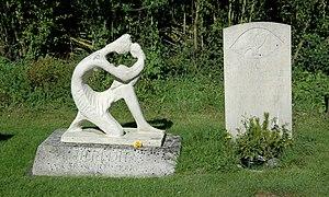 Falcon Stuart - Graves of Falcon Stuart (right) and his sculptor father Oscar Nemon (left) at Wootton, Vale of White Horse, Oxfordshire