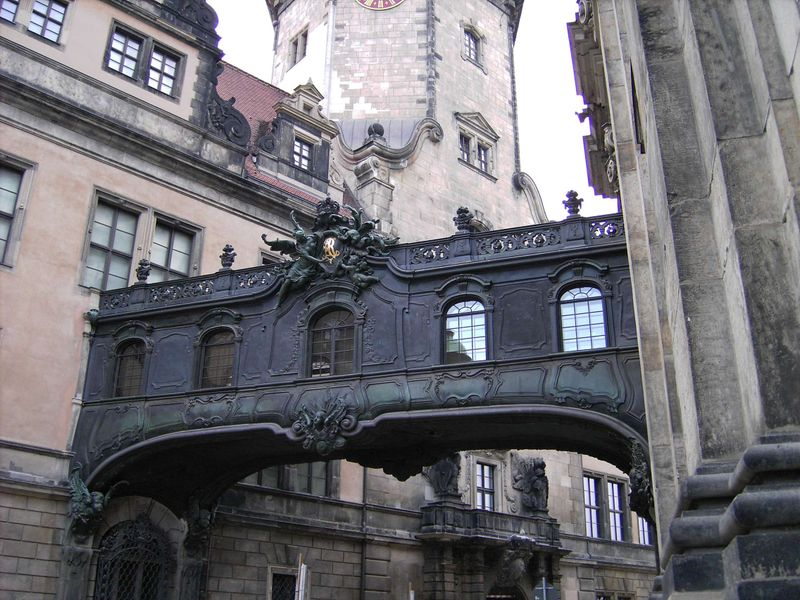 Малюнок Dresden X-Bridge.Schloss-Kirche.JPG
