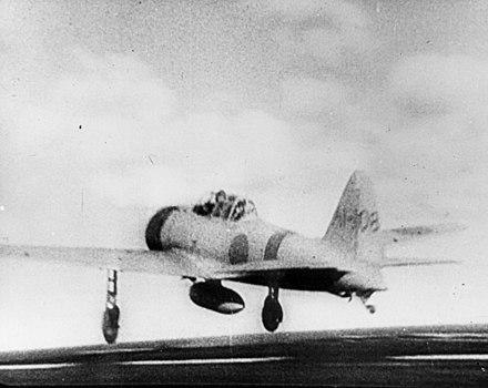 空母赤城から真珠湾攻撃に向かう零戦21型。