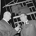 Zilveren houtzaagmolen 1964, voor de heer G. I. M. van Kemenade (links) rechts d, Bestanddeelnr 917-0457.jpg