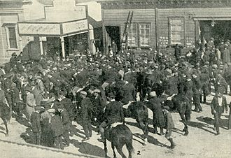 Waihi miners' strike - The scene outside of the Miners' Hall just after it was stormed and Evans was beaten (the Hall is on the right).