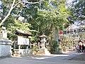 (埼玉県) 調神社(つきじんじゃ)。ツキ、といえばウサギ、ということで、コマイヌではなくコマウサギになっている。また、鳥居も無い。 - panoramio.jpg