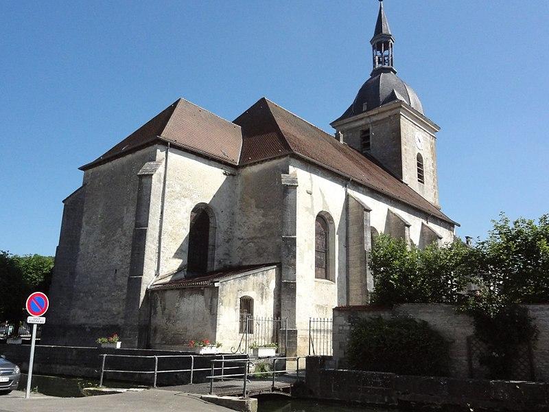 Église Saint-Martin de Doulaincourt, extérieur, vue diagonale