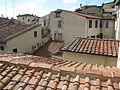 Крыши из окна в галерее - panoramio.jpg