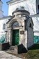 Куркино - кладбище - усыпальница Захарьиных.jpg