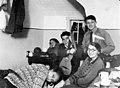 עם חברים ללימודים רודי מימין 1929 btm11007.jpeg