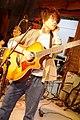 彈著吉他愛因斯坦-台東巡迴演出照片.jpg
