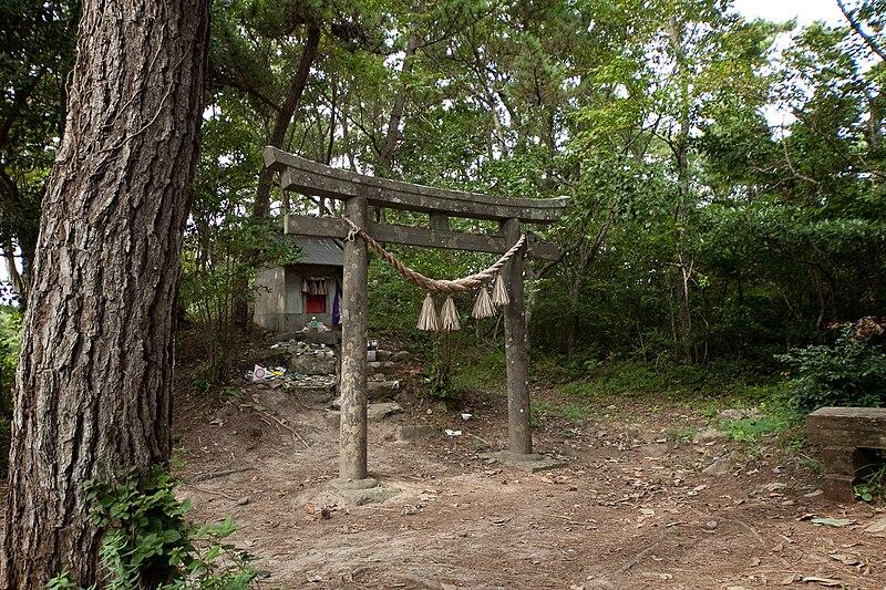ファイル:田代島の猫神社.jpg