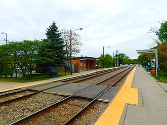 103rd Street–Beverly Hills (Metra station) - The 103rd Street/Beverly Hills station in May 2016.