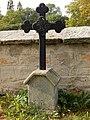 115. Neděliště - kříž na hrobě pruského vojína Jakuba Gabristha od 1. hornoslezského pěšího pluku č.22.jpg