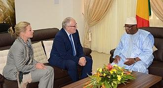 Jeanine Hennis-Plasschaert - Jeanine Hennis-Plasschaert and then Minister of Foreign Affairs Frans Timmermans with President of Mali Ibrahim Boubacar Keïta on 28 November 2013.