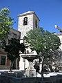 144 Plaza de San Pedro, font i campanar de l'església.jpg