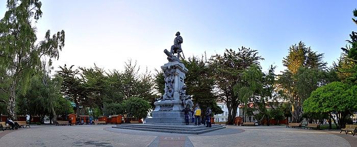 183 - Punta Arenas - Monument à Magellan - Janvier 2010.jpg