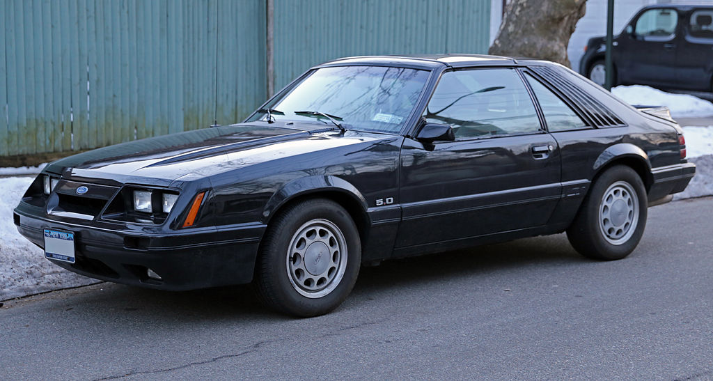 1024px-1986_Ford_Mustang_GT_5.0_T-top.jp