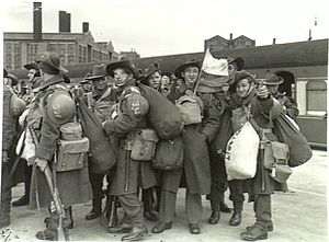 2/8th Battalion (Australia) - Reinforcements for the 2/8th detrain at Sydney, November 1941