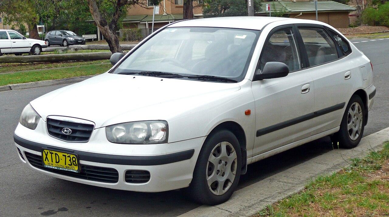 File:2000-2003 Hyundai Elantra (XD) GL hatchback 01.jpg - Wikimedia Commons