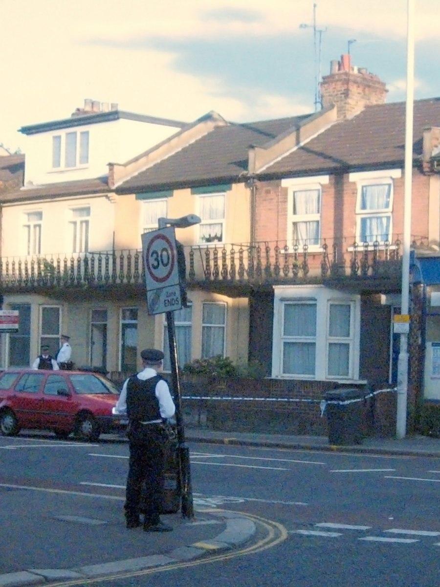 2006-08-10 police raid walthamstow london uk-NOISEedit