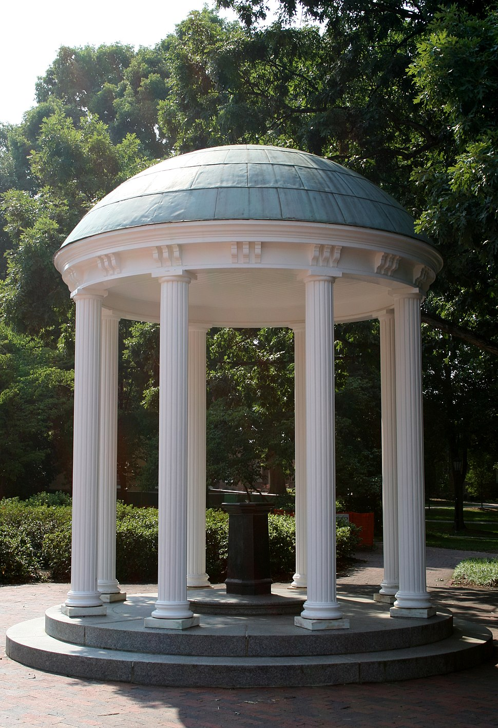 2008-07-11 UNC-CH Old Well in the sun