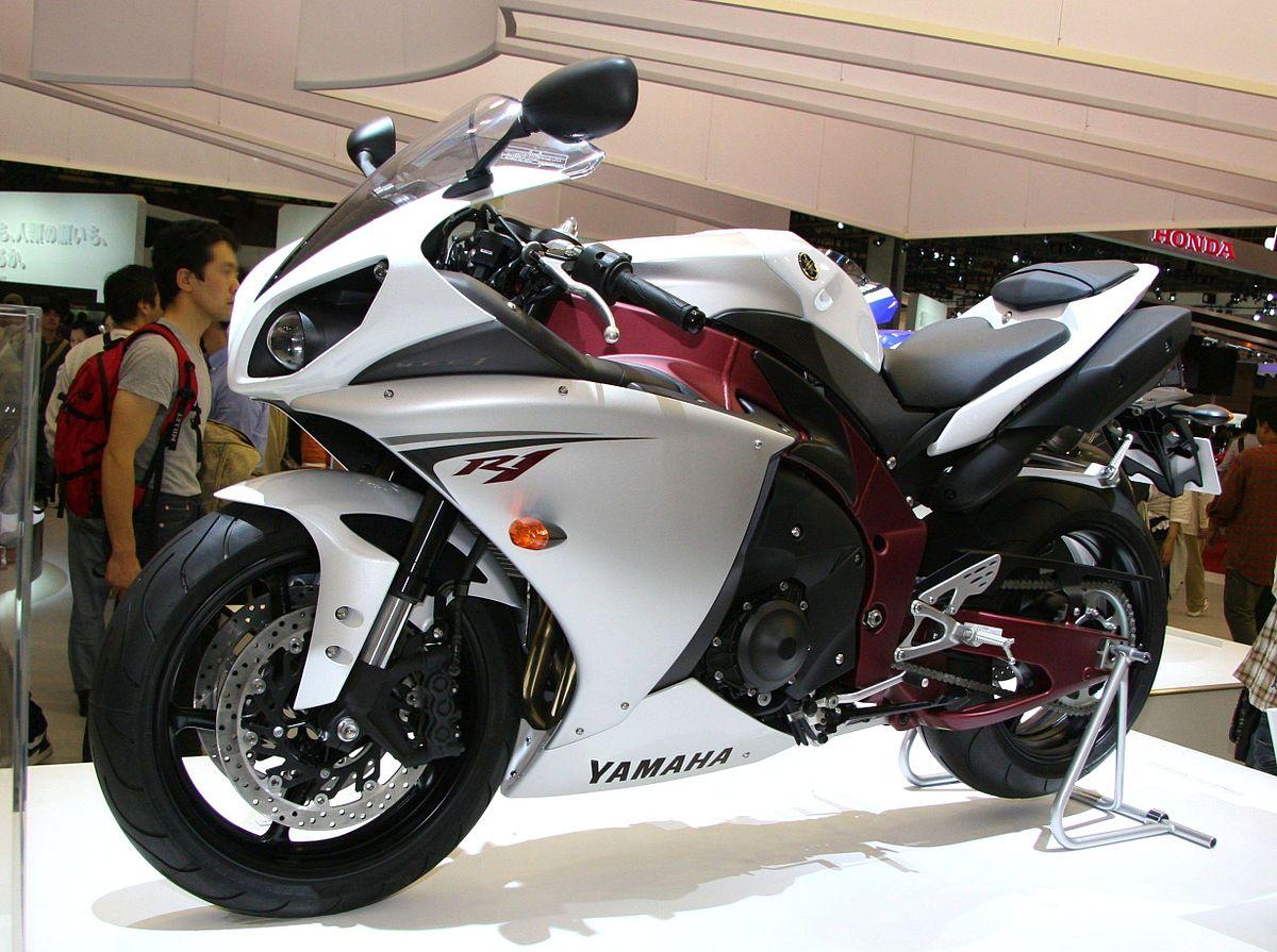 Yamaha R V Vs Pulsar Rs