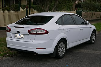 Ford Mondeo (third generation) - Image: 2011 Ford Mondeo (MC) LX hatchback (2015 07 14) 02
