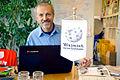 2015-05-19 Der Bühnenbildner und Bildhauer Jürgen Friede am Rechner im Wikipedia-Büro Hannover.jpg