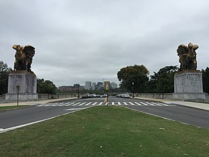 Rock Creek and Potomac Parkway - View north on the parkway at the Lincoln Memorial Circle, including the sculpture group The Arts of Peace