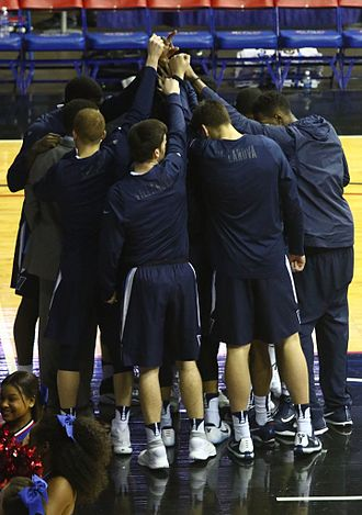 2016–17 Villanova Wildcats men's basketball team - Pregame team huddle