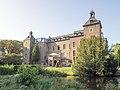 2020 09 18 Schloss Neersen mit Teil der Grabenanlage.jpg