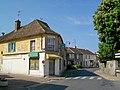 23 Coye-la-Forêt (60), carrefour Grande Rue, rue d'Hérivaux et place de la Mairie (à g.), ancienne épicerie fermée depuis 1 an env. 04.05.2011.jpg