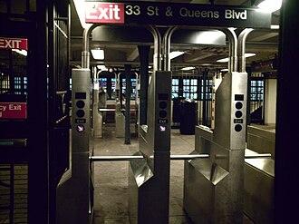 33rd Street–Rawson Street (IRT Flushing Line) - Image: 33rd Rawson Street's Mezzanine