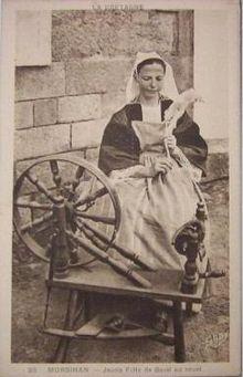 56-Baud-Jeune fille au rouet-vers 1910.JPG