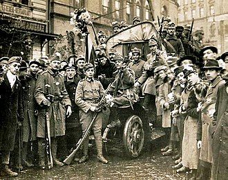 Aster Revolution - Revolutionary soldiers wearing aster flowers, 31 October 1918
