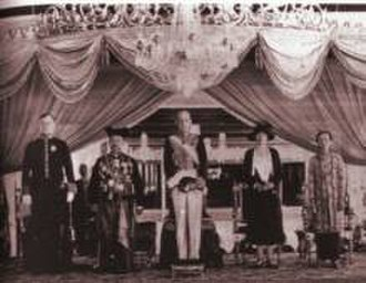 Pakubuwono X - Pakubuwono X of Surakarta poses with the Governor General of Dutch East Indies Andries Cornelis Dirk de Graeff (center) in 1928