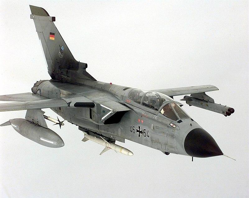 AGM-88 and AIM-9 on Tornado.jpg