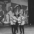 AVRO Weekend Show, Deense duo Jan en Kjeld met Johnny Kraaijkamp, Bestanddeelnr 910-7215.jpg