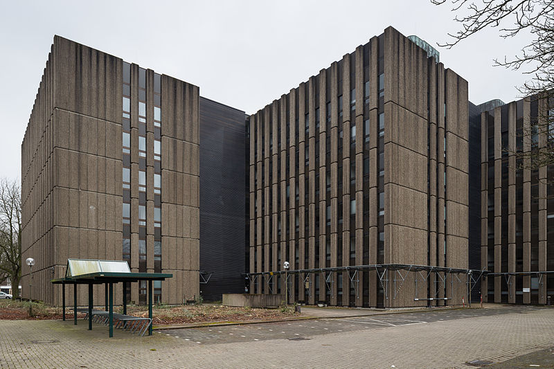 800px-Abandoned_office_building_Altenbekener_Damm_Siemensstrasse_Suedstadt_Hannover_Germany_01.jpg