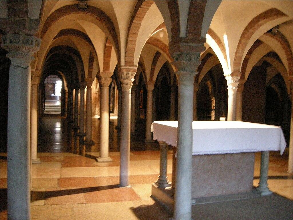 File abbazia di nonantola interno cripta 03 jpg wikipedia for Interno help