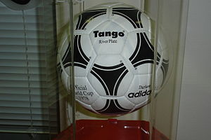 Adidas Tango Argentina (River Plate) 1978 cup Official ball.jpg