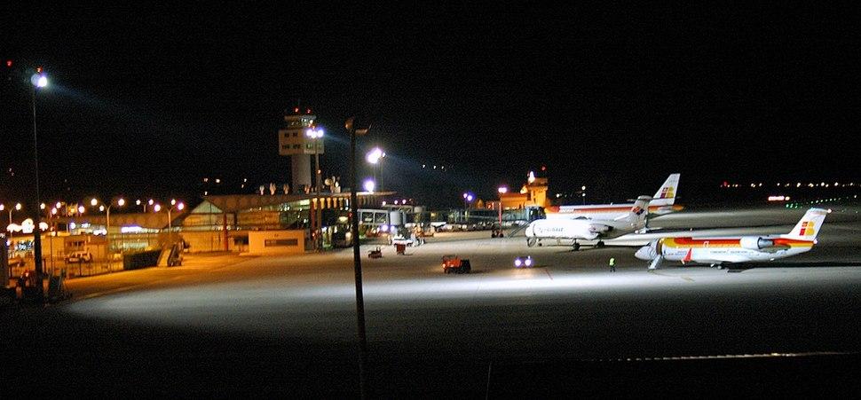 Aeroporto de Vigo pola noite