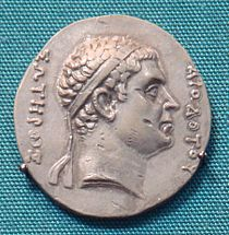 """Pedigree"" coin of Agathocles, with the effigy of Diodotus, the Greek inscription reads: ΔΙΟΔΟΤΟΥ ΣΩΤΗΡΟΣ - ""(of) Diodotus the Saviour""."