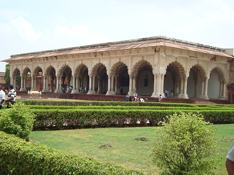 800px-Agra_Fort_-_Diwan-e_Aam.JPG