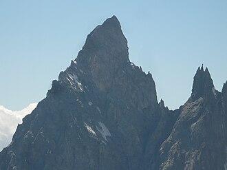 Aiguille Noire de Peuterey - The Aiguille Noire de Peuterey, with les Dames Anglaises (right)