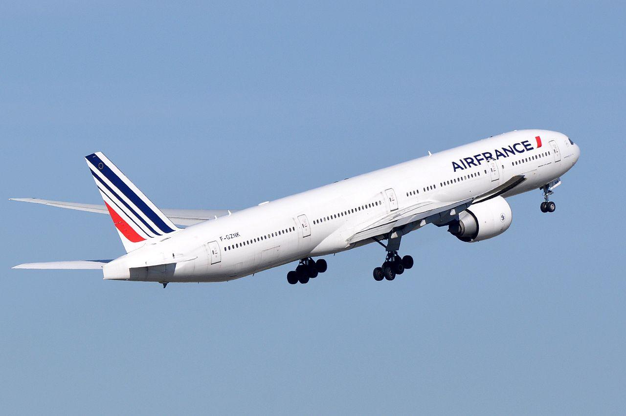 File air france boeing 777 328 er f gznk cdg for Interieur 777 air france